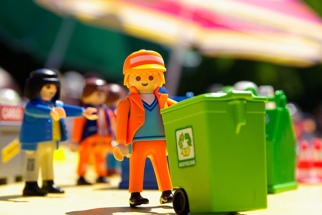 Lego man representing recycling companies