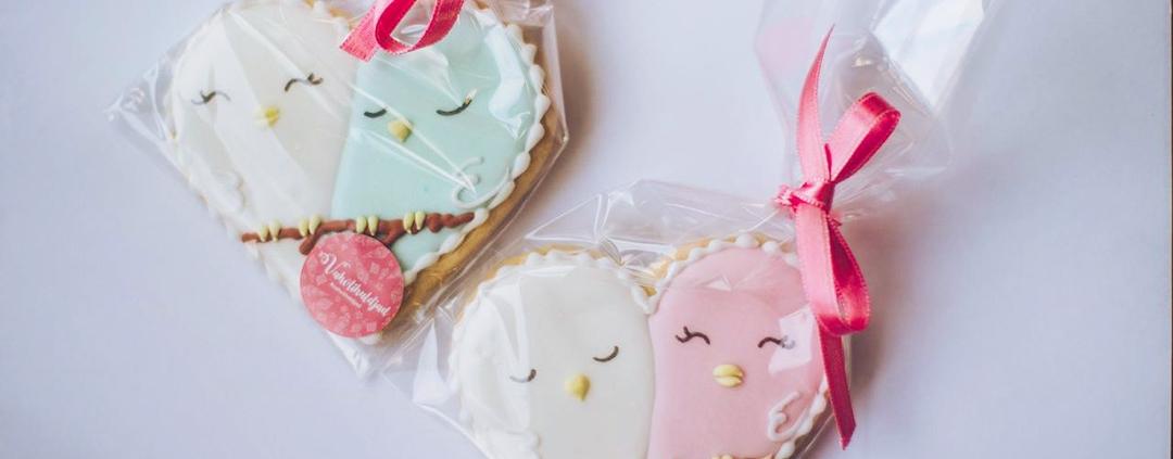 Plastic packaging around cookies
